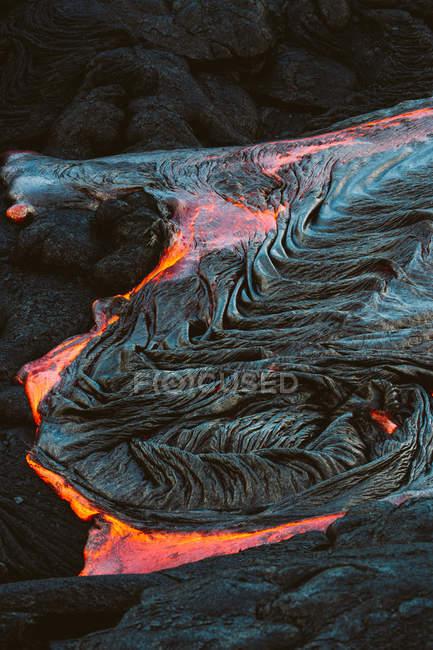 Gros plan d'un écoulement de lave sur une montagne, Hawaii, l'Amérique, Usa — Photo de stock