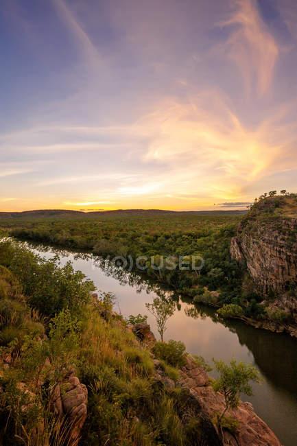 Sunset View of Katherine Gorge da Barrawei Lookout nel Parco nazionale di Nitmiluk, territorio del Nord, Australia — Foto stock