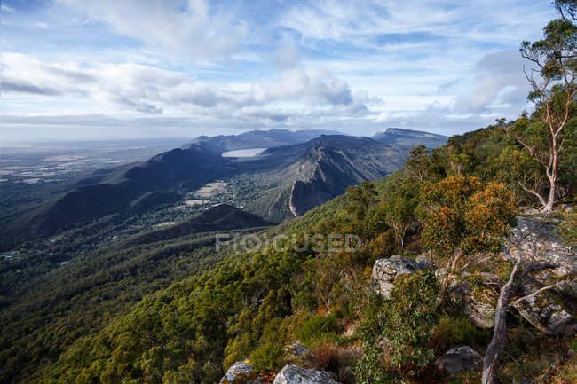 Malerische Aussicht auf Victoria Valley und Lake Bellfield, Grampians National Park, Victoria, Australien — Stockfoto