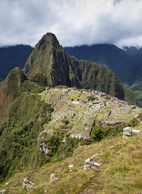 Vue panoramique sur le majestueux Machu Picchu, Cuzco, Pérou — Photo de stock