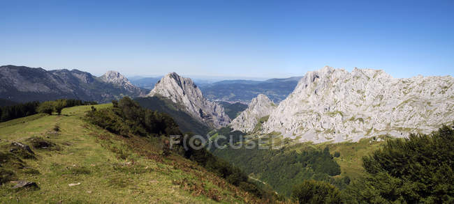 Scenic view of Mountain landscape, Urkiola Natural Park, Biscay, Basque Country, Spain — Stock Photo