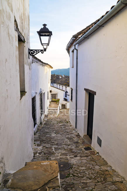 Enge gassen in castellar de la frontera, cadiz, andalusien, spanien — Stockfoto