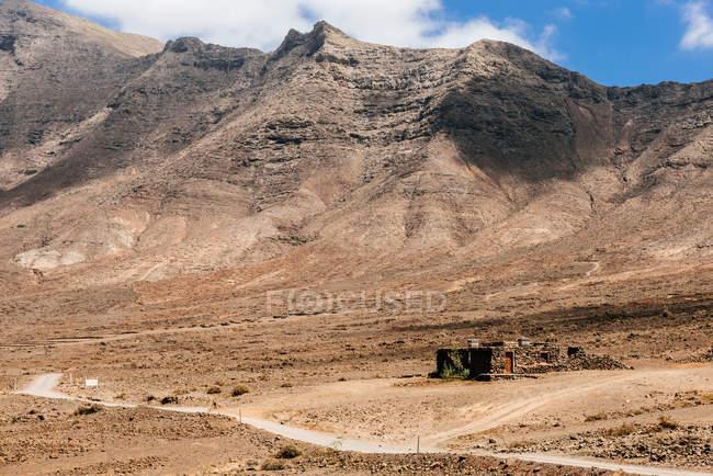 Vista panorámica del camino de la bobina hacia las montañas, Cofete, Fuerteventura, Islas Canarias, España - foto de stock