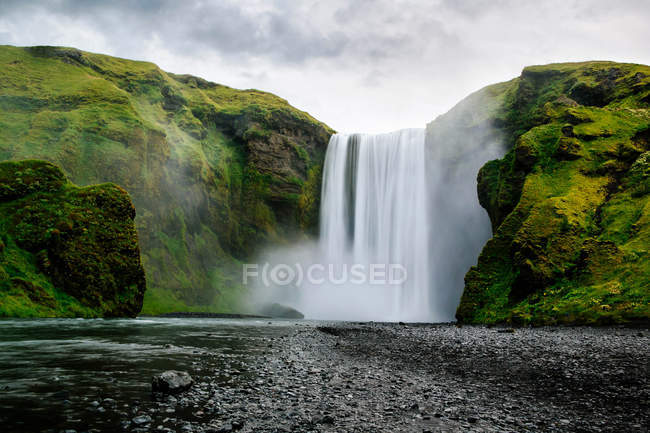Scenic view of Skogafoss Waterfall, Southern Iceland — Stock Photo