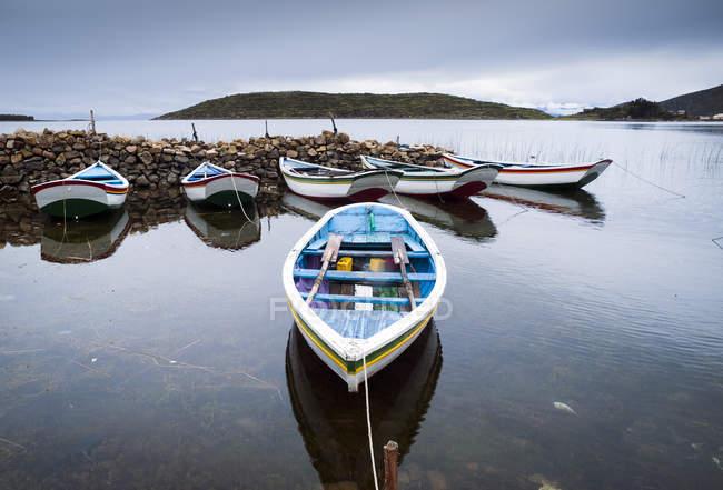 Scenic view of Rowing boats, Isla del Sol, Lake Titicaca, Boliva — Stock Photo