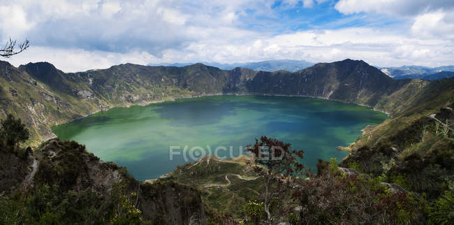 Scenic view of The emerald lake, Quilotoa, Cotopaxi, Ecuador — Stock Photo