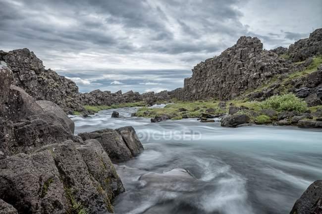 Живописный вид на величественную реку Оксарафель, Исландия — стоковое фото