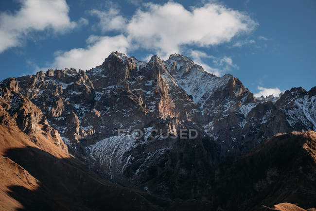 Vista panorámica del paisaje de montañas - foto de stock