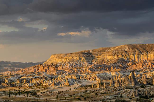 Vista panoramica del Monte Aktepe vicino Goreme, Cappadocia, Turchia — Foto stock