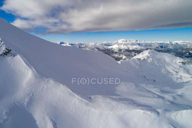 Woman skiing in mountains, Zauchensee, Salzburg, Austria — Stock Photo