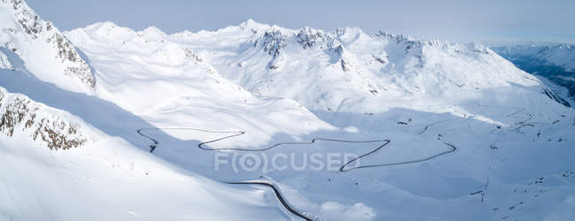 Aerial view of winding road through mountains, Kaunertal, Landeck, Tyrol, Austria — Stock Photo