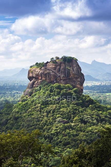 Lion Rock visto da di Pinduragala Rock, Central Province, Sri Lanka — Foto stock