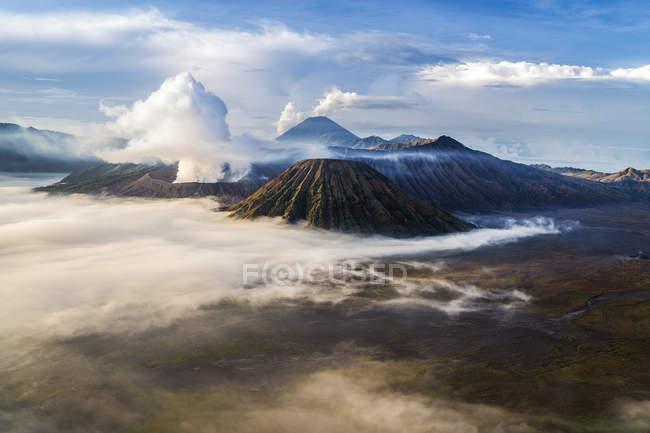 Vue aérienne du mont Bromo depuis le mont Penanjakan, Java Est, Indonésie — Photo de stock