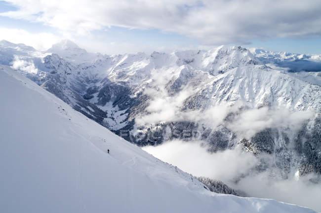 Жінки катаються в засніжених горах (Австрія). — стокове фото