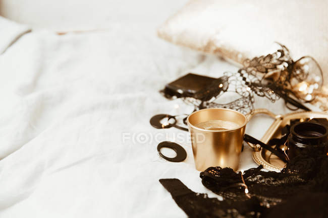 Closeup view of Lingerie, jewelry and make-up on a bed — Stockfoto