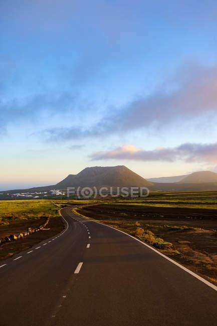 Road leading to Corona volcano, Las Palmas, Canary Islands, Spain — Stock Photo