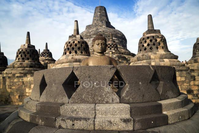 Buddha statue and stupas, Borobudur, Yogyakarta, Indonesia — Stock Photo