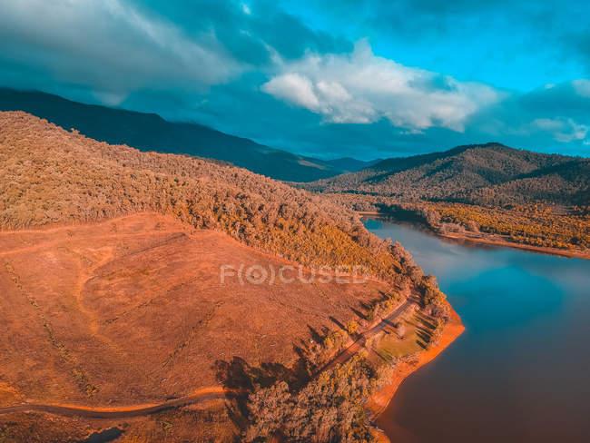 Vista panorâmica do rio Buffalo e montanhas, Victoria, Austrália — Fotografia de Stock