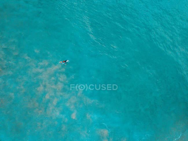 Vista aerea di un uomo che naviga, Cronulla, Nuovo Galles del Sud, Australia — Foto stock