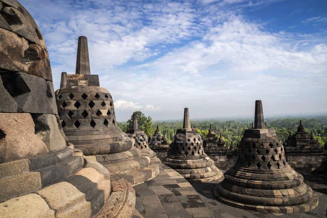 Vue panoramique sur Stupas, Borobudur, Java central, Indonésie — Photo de stock
