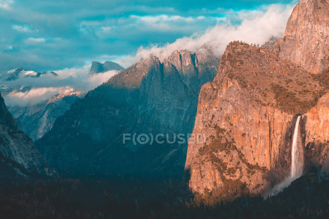 Scenic view of Waterfall in Yosemite National Park, California, United States — Stock Photo