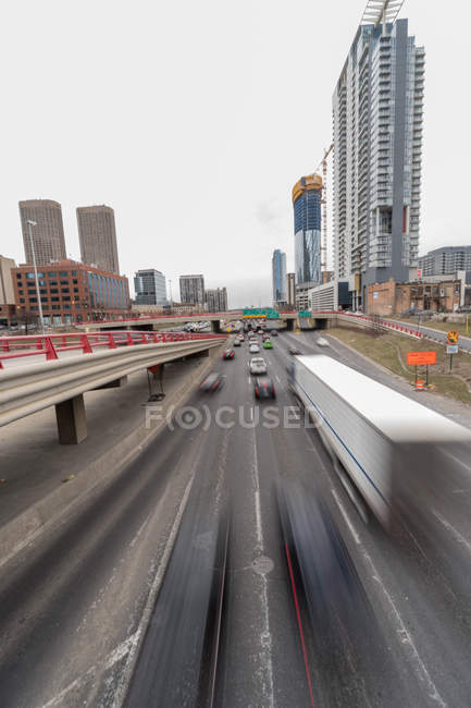 Scenic view of Cars driving along the freeway, Chicago, Illinois, United States — Stock Photo