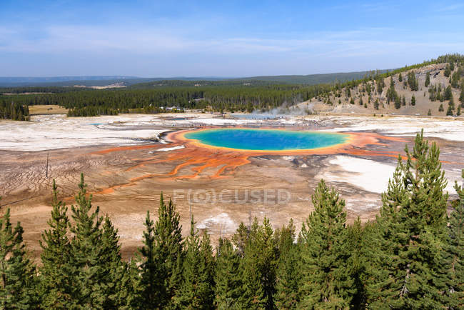 Scenic view of Grand Prismatic Spring, Yellowstone National Park, Wyoming, America, USA — Stock Photo