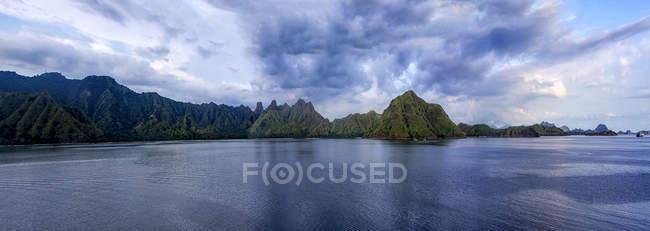 Vista panorámica del paisaje de la isla, Flores, Indonesia - foto de stock