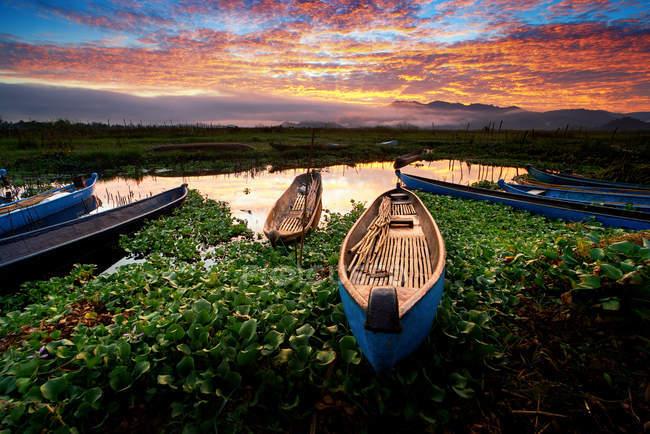 Boats moored at Lebok reservoir at sunset, Sumbawa, West Nusa Tenggara, Indonesia — Stock Photo