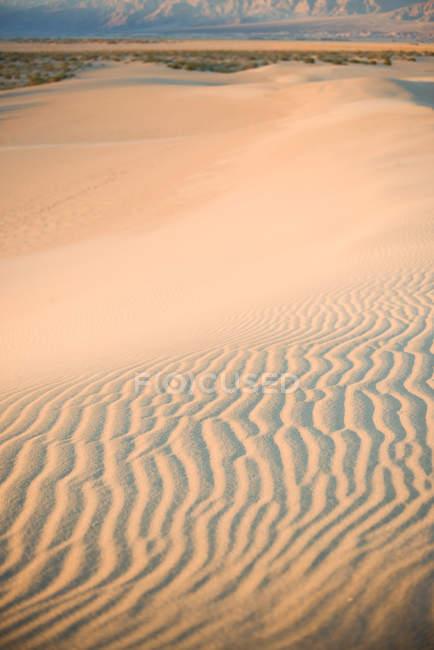 Пустынные пески знаменитых плоских дюн Мескита в национальном парке Долина Смерти, Калифорния — стоковое фото