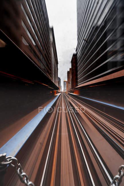Мальовничий вид на міський пейзаж і поїзд траси, Чикаго, Іллінойс, Сполучені Штати — стокове фото