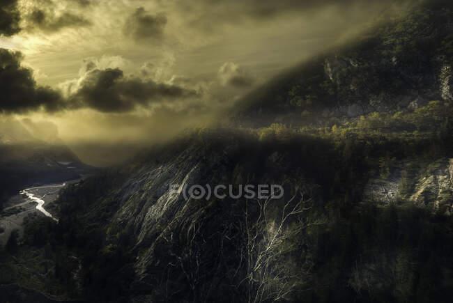 Река и горный ландшафт Ваджон, Эрто-и-Кассо, Фриули-ди-Джулия, Италия — стоковое фото