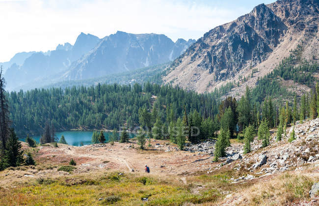 Scenic view of Ladyslipper Lake, Cathedral Provincial Park, British Columbia, Canada — Stock Photo