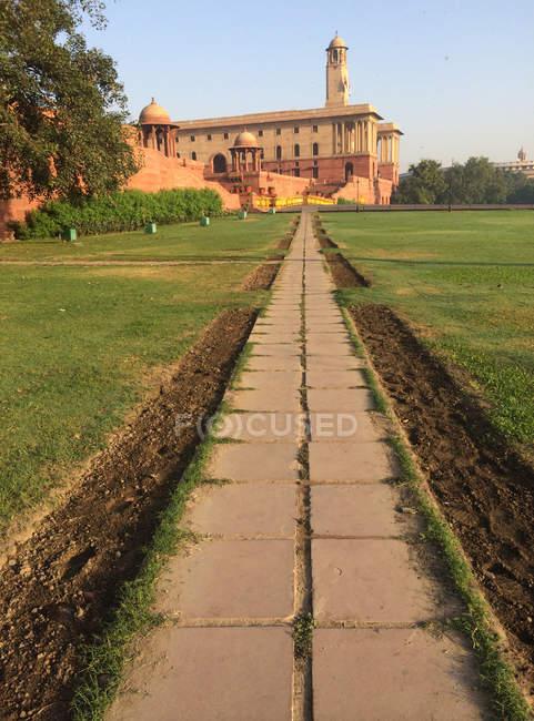 Мальовничий вид на південний блок державного будівництва, Нью-Делі, Індія — стокове фото