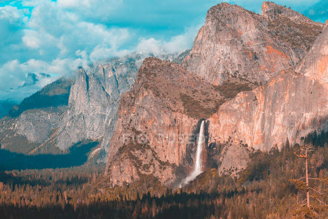 Bridal Veil Waterfall in Yosemite National Park, California, United States — Stockfoto