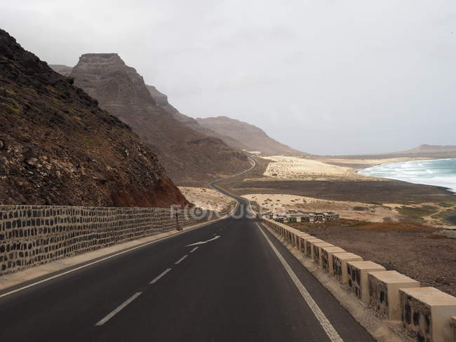 Scenic view of Coastal road, Calhau, Sao Vicente, Cape Verde — Stock Photo
