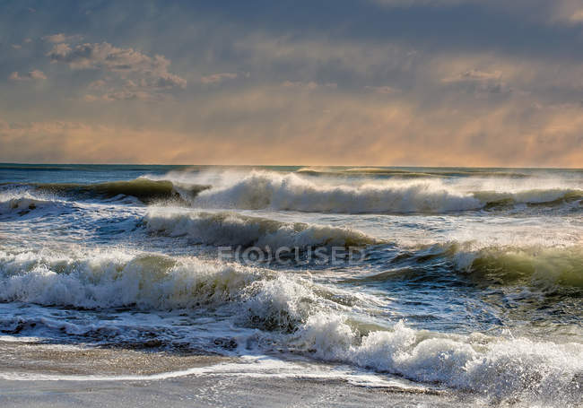 Scenic view of Waves crashing on beach, Bulgaria — Stock Photo