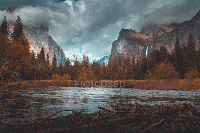 Scenic view of Merced River, Yosemite National Park, California, United States — Stock Photo