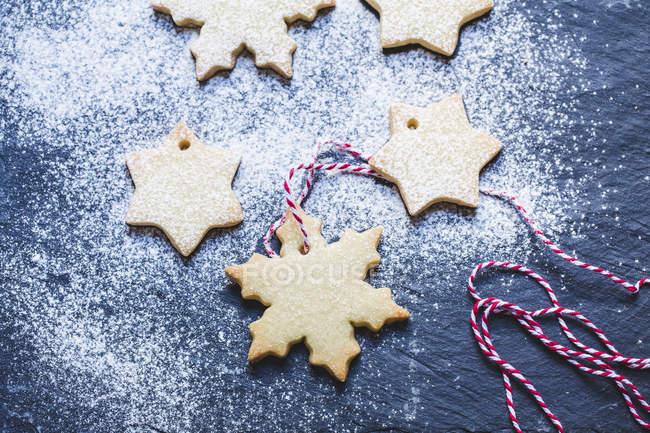 Fresh snowflake shaped cookie decorations, closeup view — стоковое фото