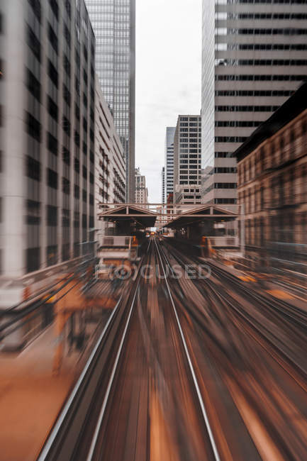 Scenic view of railway track at chicago, сша — стоковое фото