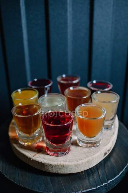 Алкогольний напій на дерев