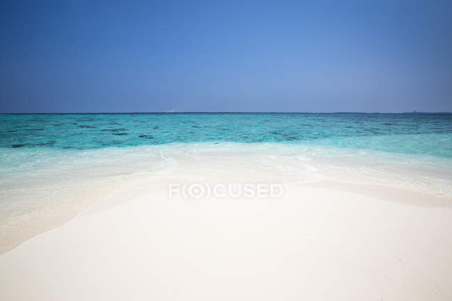 Scenic view of majestic tropical beach, Maldives — Stock Photo