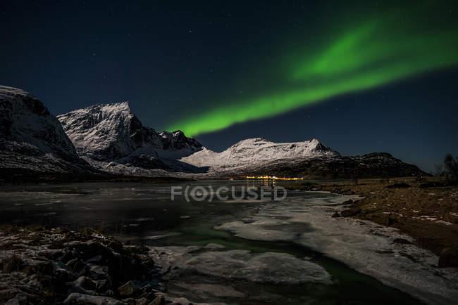 Vista panorâmica da aurora boreal, Lofoten, Flakstad, Nordland, Noruega — Fotografia de Stock