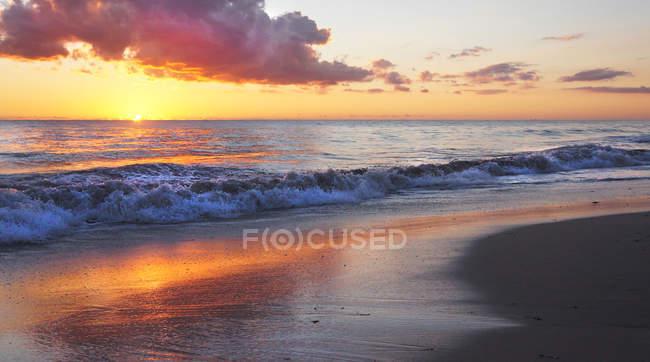 Coastal sunset over the Indian Ocean, Perth, Australia — Stock Photo