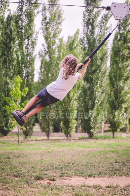 Girl on a zip-line in a park, Espagne — Photo de stock