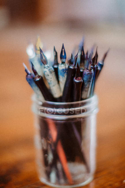 Closeup view of Ink pens in a glass pot — Stock Photo