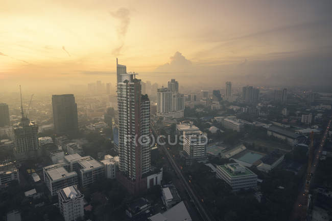 Scenic view of City skyline at sunrise, Bangkok, Thailand — Foto stock
