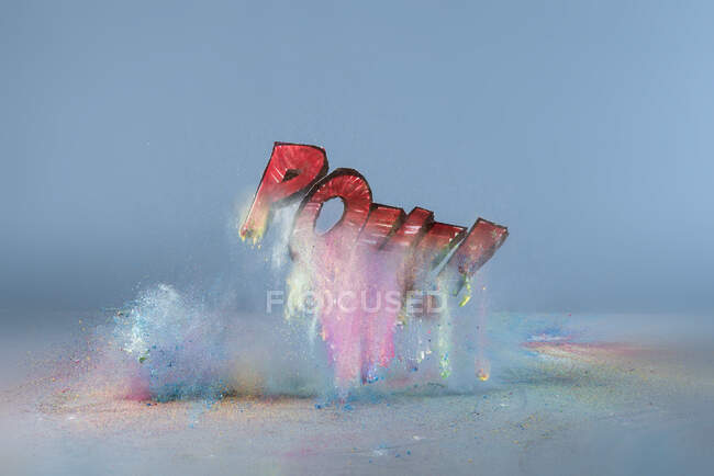 Взрыв краской со словом Pow! — стоковое фото