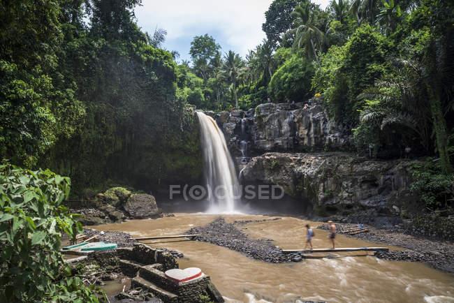 Scenic view of Tegenungan waterfall, Ubud, Bali, Indonesia — Stock Photo