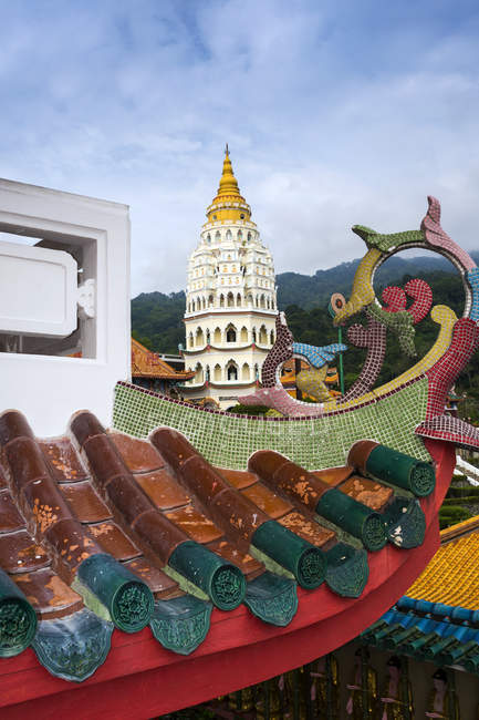 Scenic view of Architectural temple feature, Kek Lok Si Temple, Penang, Malaysia — Stock Photo